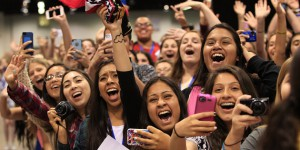 facebook-is-spending-millions-to-lure-youtube-and-vine-stars-to-facebook-live