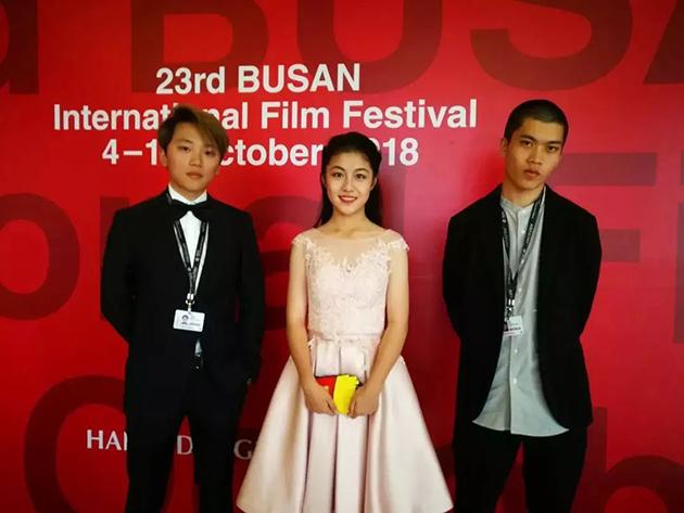 王靖渊、姜郦、祝新在釜山国际电影节上合影留念