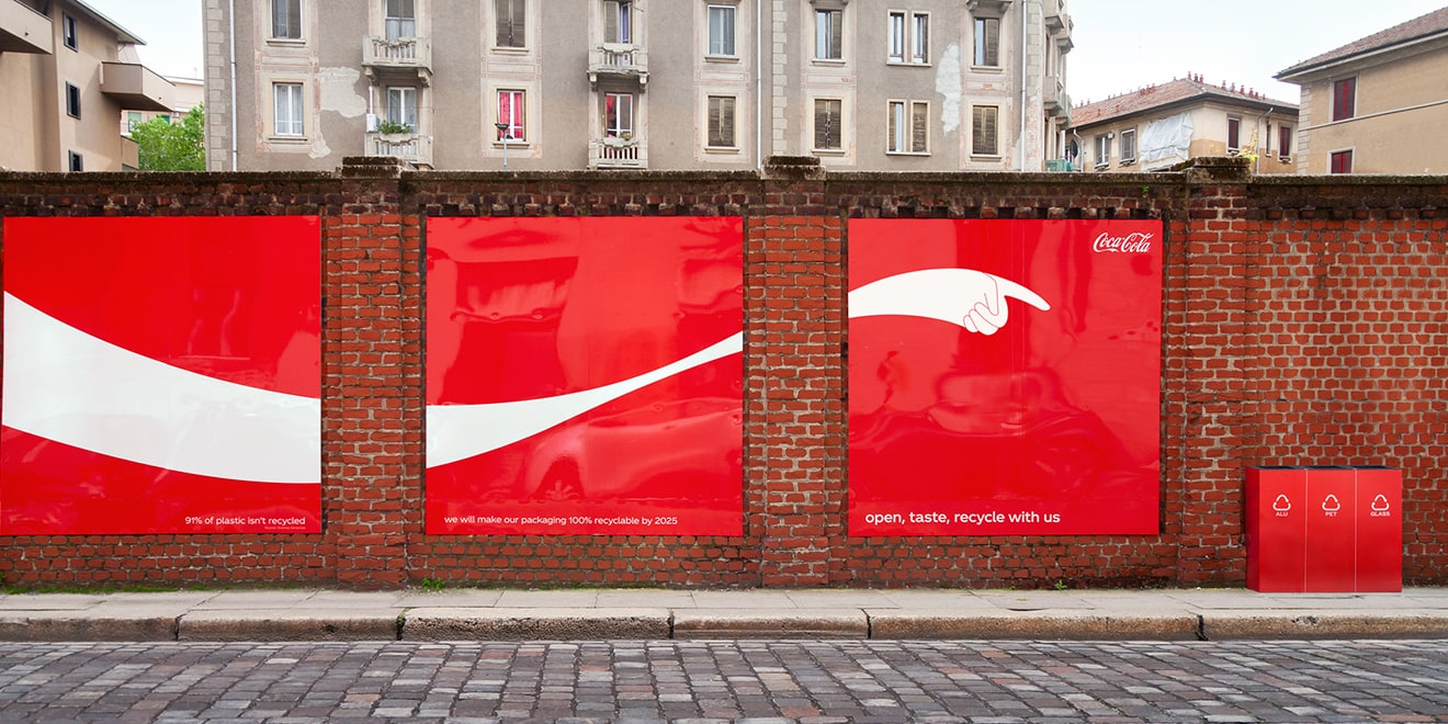 CocaCola-These Outdoor Ads Point You to Recycling Bins-2