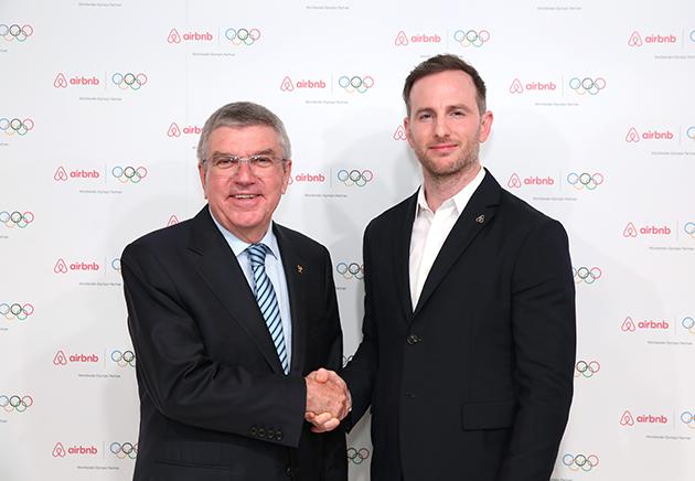 爱彼迎联合创始人Joe-Gebbia和国际奥委会主席托马斯·巴赫-p1
